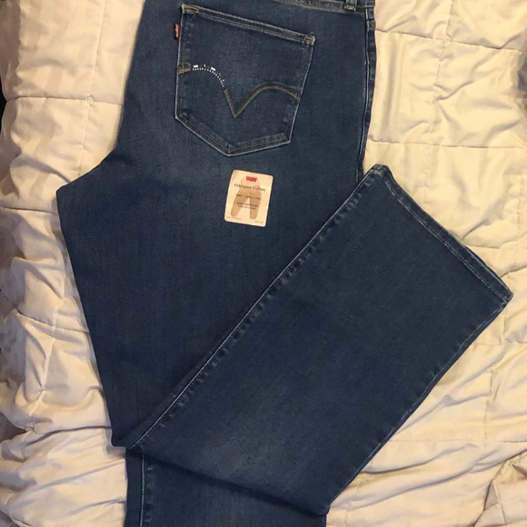 Levi's Denim - New with tags Levi's bootcut